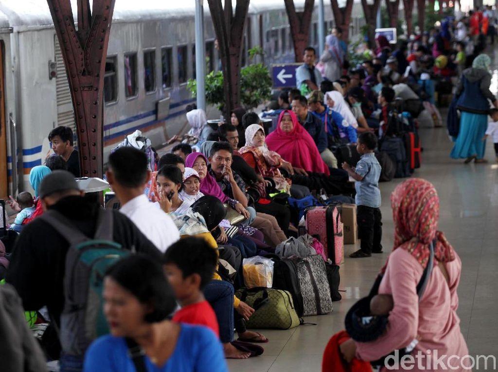 Begini kondisi Stasiun Senen, Jakarta, Kamis (14/6/2018).