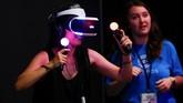 Teknologi gim menggunakan VR menjadi salah satu inovasi industri permainan. Dikabarkan, pendapatan industri video game di seluruh dunia mencapai US$116 miliar pada 2017. (REUTERS/Mike Blake)
