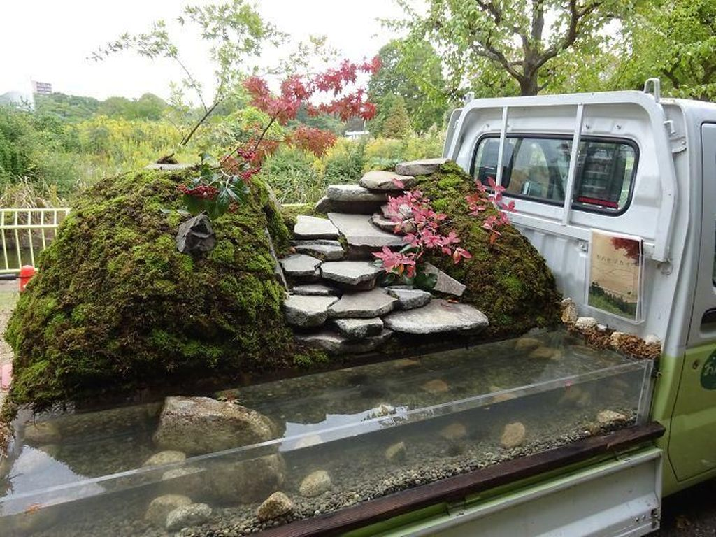 Kegiatan berkebun ini menciptakan sebuah ide baru untuk membuat sebuah perlombaan menghias kebun di atas sebuah truk. Istimewa/Boredpanda.