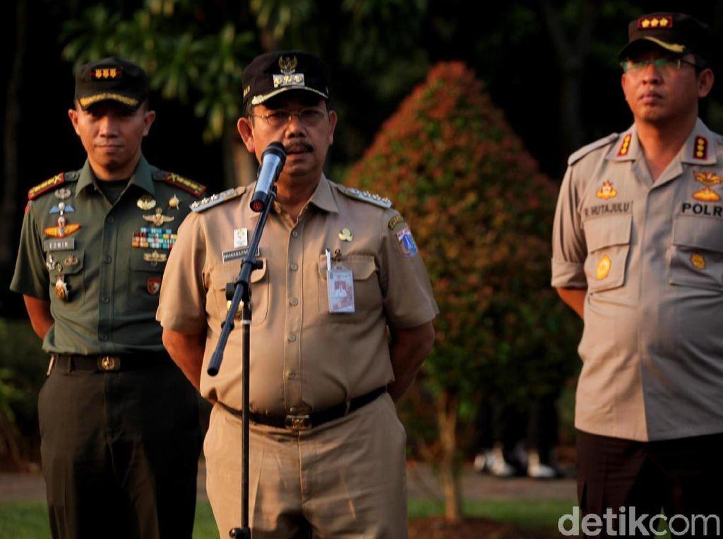 Apel tersebut dipimpina oleh Wali Kota Jakarta Pusat didampingi Kapolres dan Damdim Jakarta Pusat.
