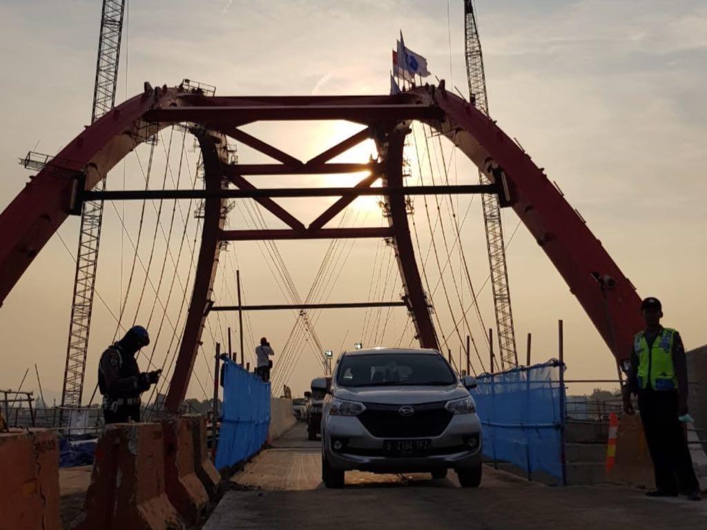 Jembatan Kalikuto yang memiliki panjang 164 meter, dimana panjang bentang utama 100 meter dan jalan pendekat di sebelah barat dan timur masing-masing 32 meter.