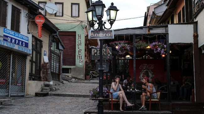 Perekonomian dan investasi di Macedonia cukup dominasi oleh etnis Albania. (REUTERS/Marko Djurica)