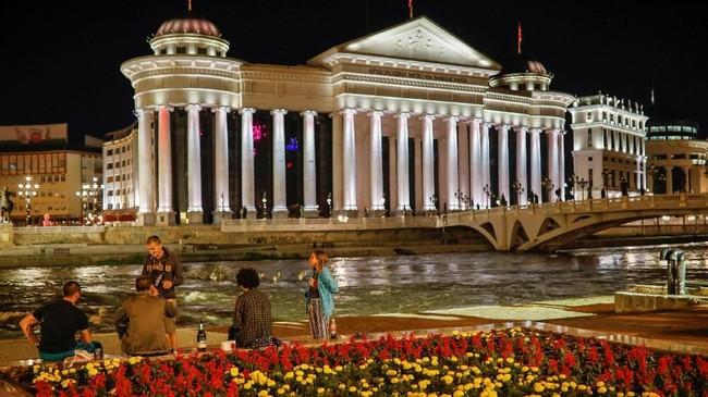 Skopje adalah ibukota negara Republik Makedonia Utara, salah satu negara eks Yugoslavia yang posisinya paling selatan. (REUTERS/Marko Djurica)