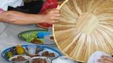 Di dalam tudung saji terdapat makanan-makanan khas Bangka yang akan dinikmati bersama.(Mahendra Moonstar - Anadolu Agency )