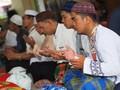 FOTO: Makan Bedulang, Tradisi Lebaran Unik di Bangka