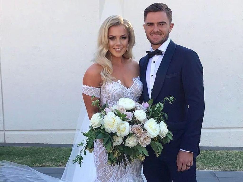 Ini Pacar dan Istri Cantik yang Dukung Tim Piala Dunia Australia