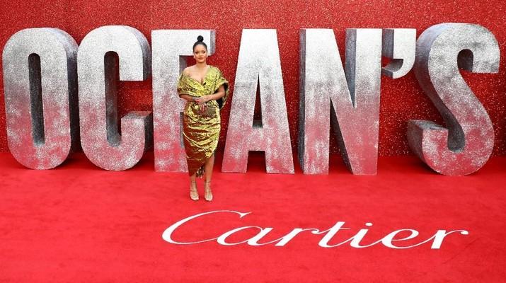 Cantik dan kaya raya begitulah kata-kata yang tepat bagi penyanyi Rihanna.