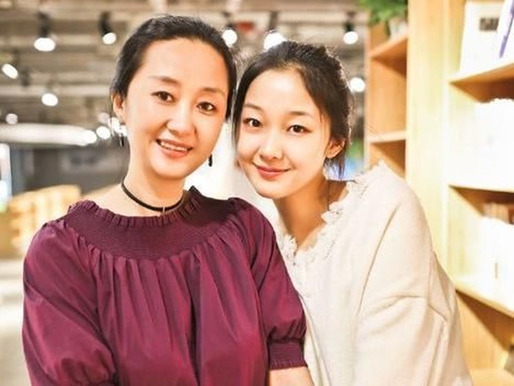 Fotonya Viral, Kecantikan Ibu Anak Ini Sering Dikira Kakak Adik