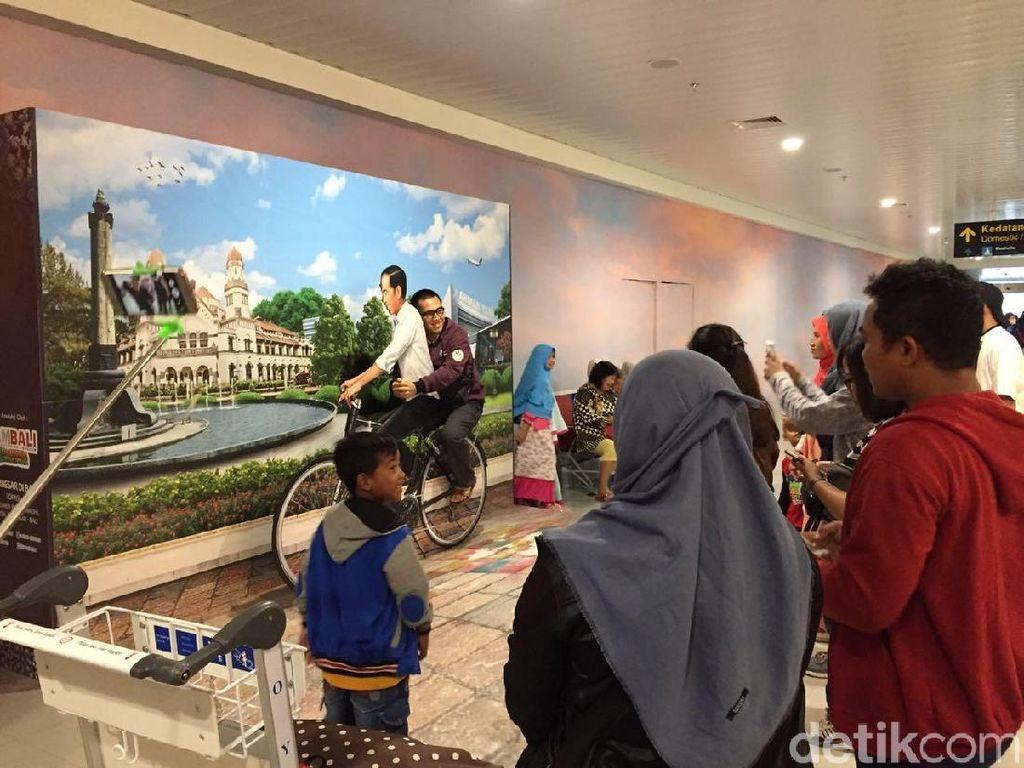 Foto Dibonceng 'Jokowi' di Bandara Semarang Digemari Traveler