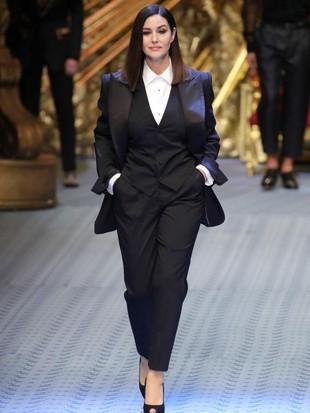 Jadi Model Dolce & Gabbana, Monica Bellucci Tetap Memesona di Usia 53
