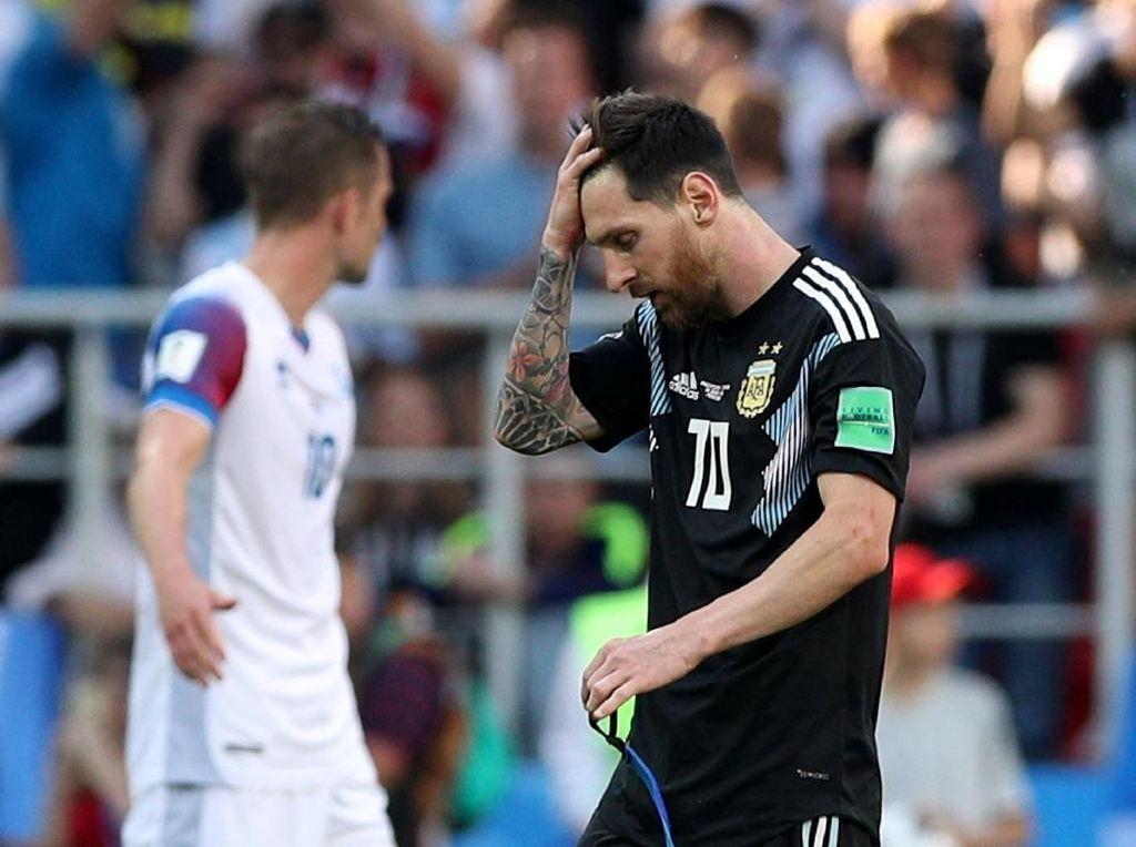 Meskipun gagal membawa timnas Argentina meraih kemenangan melawan Islandia. Lionel Messi tetap menjadi figur yang dibicarakan netizen. Foto: Albert Gea/Reuters