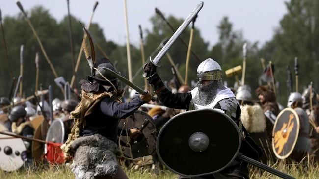 Mereka merupakan penggemar JRR Tolkien yang memeragakan ulang adegan Battle of the Five Armies seperti dalam 'The Hobbit.' (REUTERS/David W Cerny)