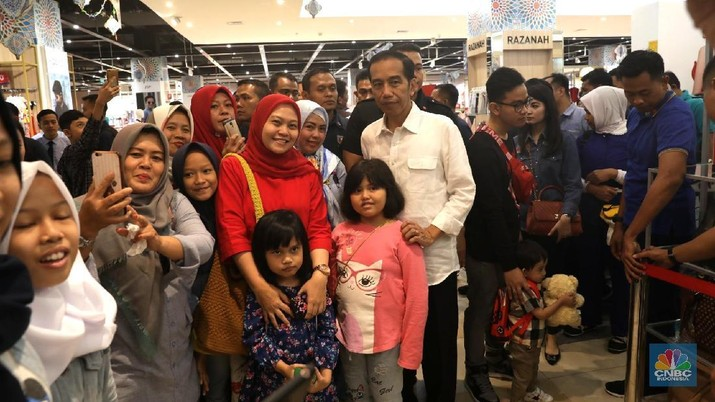 Main ke Transmart, Jokowi Diserbu Warga Bogor