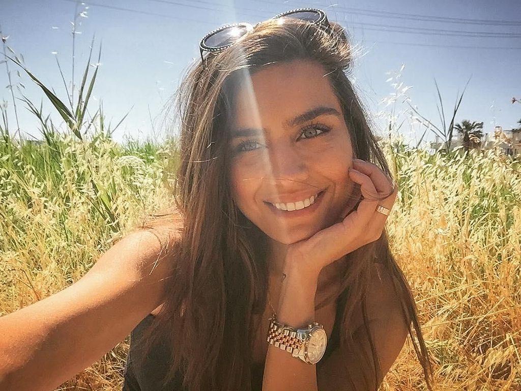 Pesona Amine Gulse, Kekasih Mesut Ozil yang Jaga Kebugaran lewat Olahraga