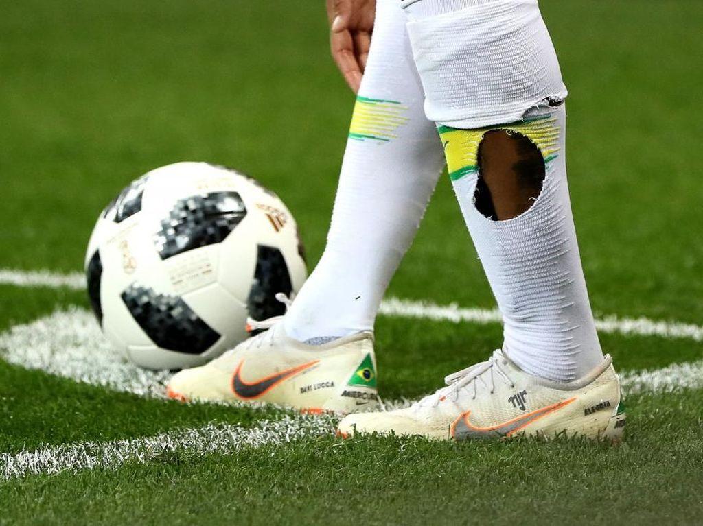Kaus Kaki Bolong Neymar dan Tekel-tekel Pemain Swiss