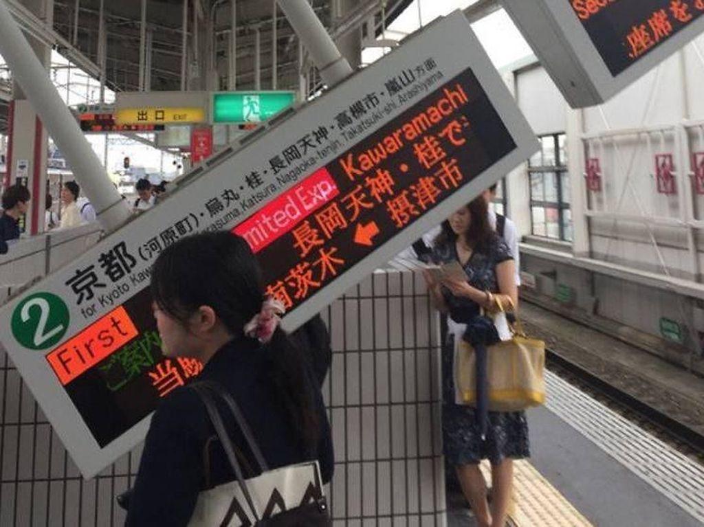Gempa 6,1 SR terjadi di Osaka, Jepang. Tiga orang tewas akibat kejadian ini, termasuk seorang bocah berusia 9 tahun karena tertimpa dinding sekolah. Gempa terjadi di jam sibuk berangkat kerja. (Foto: Dok. Twitter @chyadosensei via Channel News Asia)