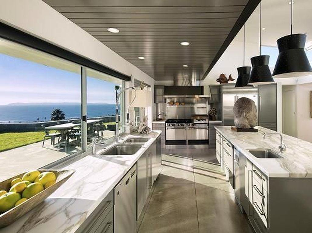 Rumah seharga US$ 18 juta ini dibeli Ryan Murphy pada tahun 2003 dan menjadi idaman banyak orang yang ingin punya rumah mewah dengan pemandangan yang luar biasa. Foto: Dok. CNBC/Jim Bartsch