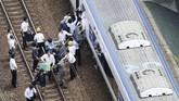 Guncangan begitu kuat hingga menyebabkan tiga orang tewas dan 234 lainnya terluka. (Kyodo/via Reuters)
