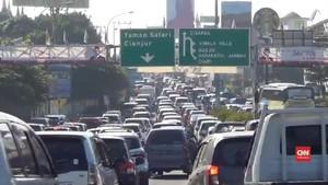 VIDEO: Puluhan Ribu Kendaraan Padati Kawasan Puncak