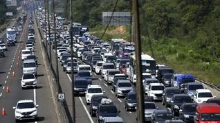 Sistem <i>Contraflow</i> Diberlakukan di Tol Jakarta-Cikampek