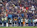 Aksi Berkelas Suporter Timnas Jepang Pungut Sampah