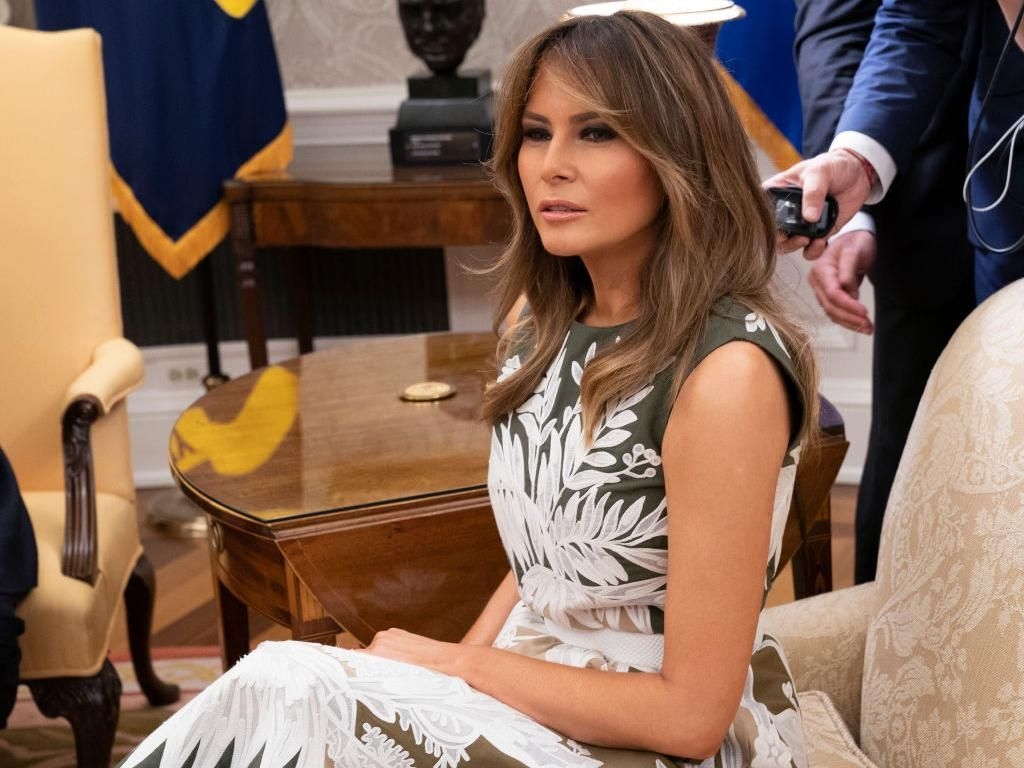 8 Gaya Melania Trump yang Jadi Kontroversi, Jaket Hingga High Heels