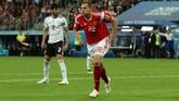 Striker Rusia Artem Dzyuba dimainkan sebagai starter saat menghadapi timnas Mesir. Pada laga sebelumnya lawan Arab Saudi, ia tampil sebagai cadangan. (REUTERS/Pilar Olivares)