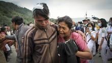 FOTO : Menyisir Danau Toba, Mencari Korban KM Sinar Bangun