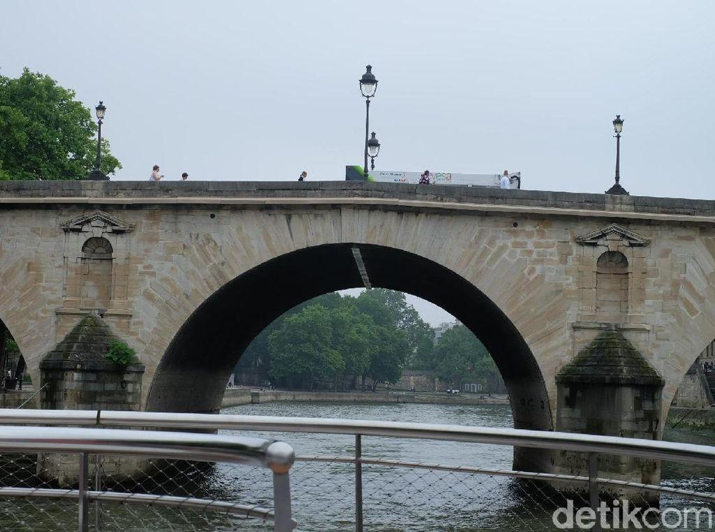 Menikmati Indahnya Paris Sambil Menelusuri Sungai Seine
