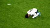 Mohamed Salah gol penalti yang sukses dieksekusi pada menit ke-73. Satu-satunya gol Salah menjadi gol hiburan Mesir pada laga itu. (REUTERS/Michael Dalder)