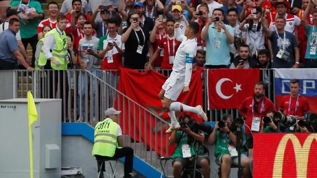 Cristiano Ronaldo benar-benar jadi momom menakutkan bagi tim lawan Portugal. Ia selalu mampu mencetak gol krusial bagi Portugal di pentas Piala Dunia 2018. (REUTERS/Maxim Shemetov)