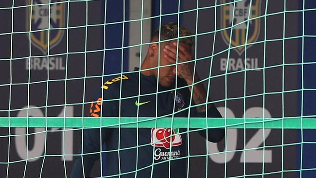 Cedera Saat latihan, Neymar Terancam Absen Lawan Kosta Rika