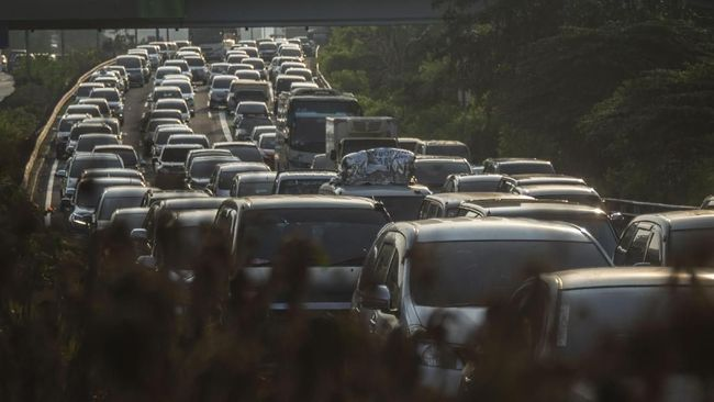 Pengguna Tol Jakarta-Cikampek Keluhkan Sistem Satu Arah