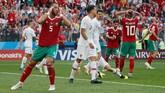 Maroko sebenarnya mampu memberikan perlawanan sengit. Mehdi Benatia juga punya sederet peluang bagus yang masih bisa digagalkan Rui Patricio yang tampil cemerlang. (REUTERS/Maxim Shemetov)