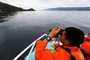 Rapat dengan Bank Dunia, Luhut: Danau Toba Rusak Parah!