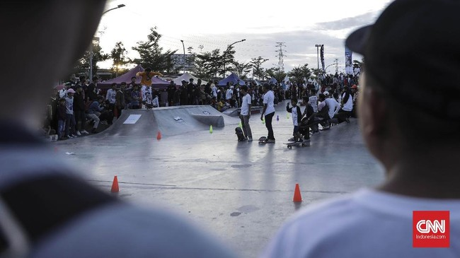 Tahun 2018 Go Skateboarding Day di Jakarta dilaksanakan di skate park RPTRA Kalijodo untuk kedua kalinya. (CNN Indonesia/ Hesti Rika)