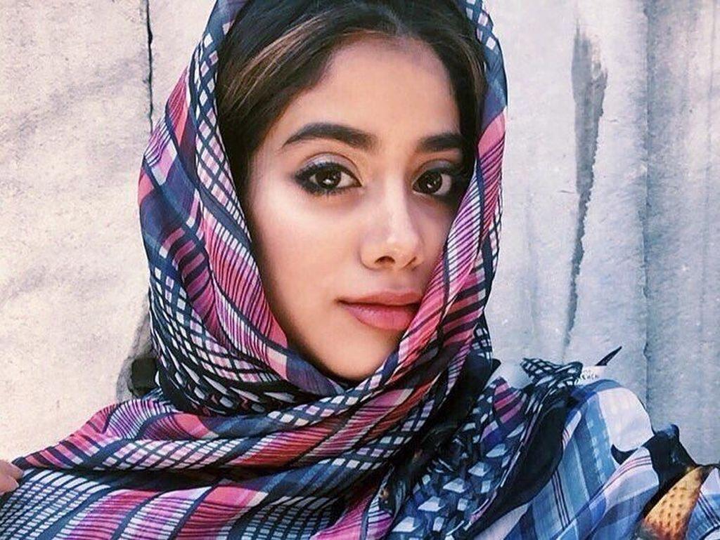 Cantiknya Janhvi, Anak Mendiang Aktris Kawakan Bollywood Sridevi Kapoor