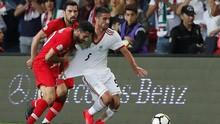 Lemparan Salto Gagal Bek Timnas Iran Viral di Media Sosial