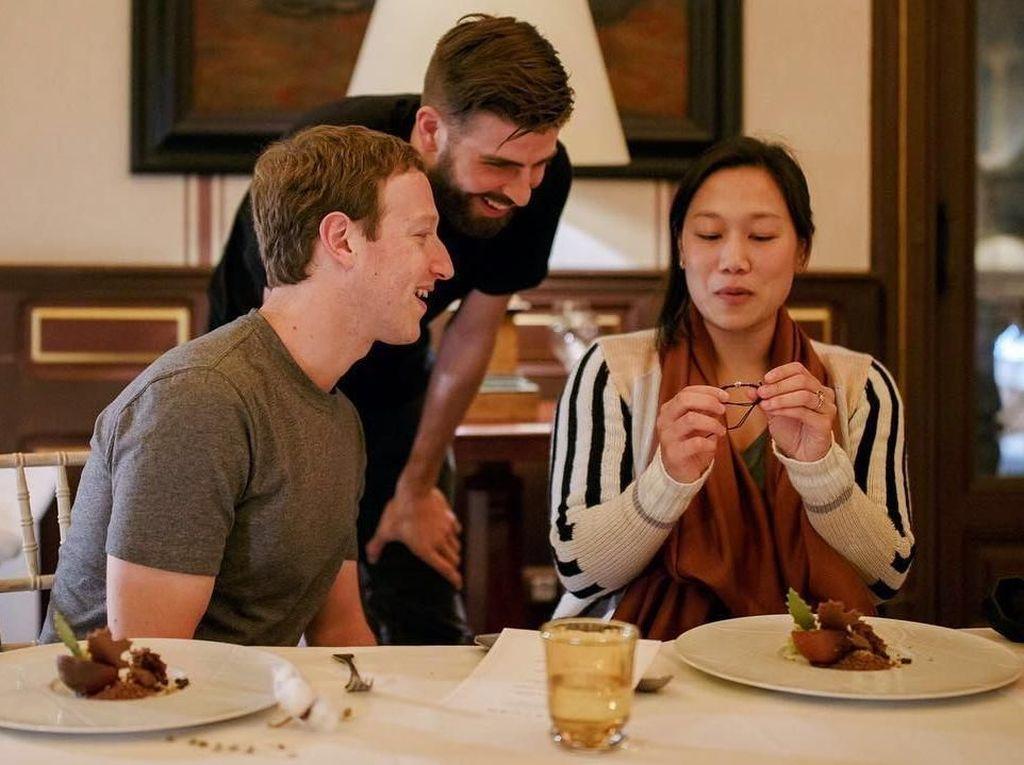 Ini Gaya Gerard Pique Saat Makan Bareng Mark Zuckerberg hingga Shakira