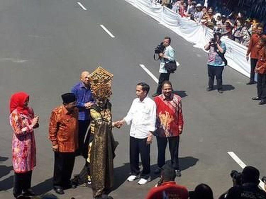 Selamat Ulang Tahun Jokowi! Lihat Lagi Gaya Sang Presiden yang Kekinian