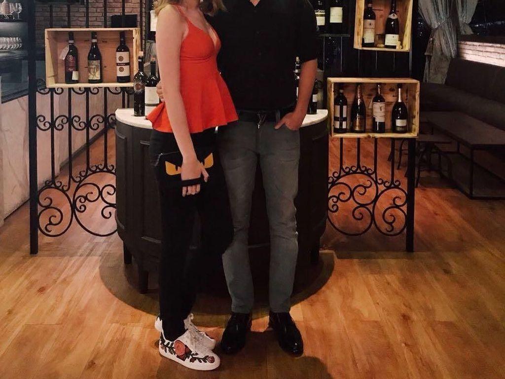 Ini potret manis Cio dan Natasha setelah makan malam bersama di sebuah restoran khas Italia di Jakarta. Foto: Instagram @ciomanassero