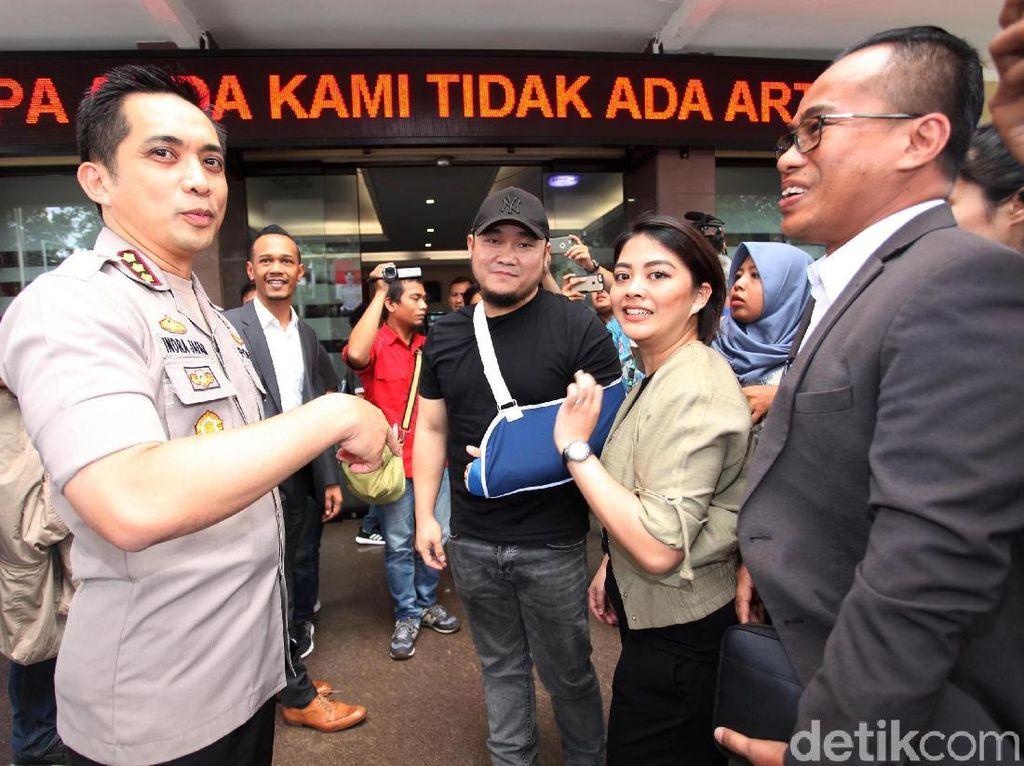Ronny melapor ke Polres Metro Jakarta Selatan. Laporan Ronny tertuang dalam tanda bukti lapor bernomor LP/1076/VI/2018/RJS tanggal 11 Juni 2018. (Foto: Lamhot Aritonang)