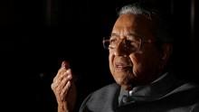 Spanduk Desak Mahathir Mundur Terbentang di Malaysia