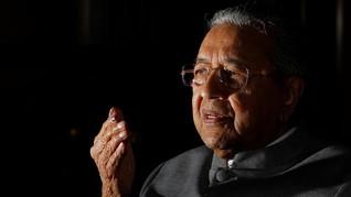 Mahathir Sindir Pangeran Johor Soal Tanah Proyek Kereta China