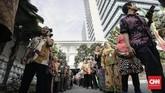 Hari pertama bekerja pegawai Pemprov DKI usai libur lebaran diawali dengan halal bihalal di Balaikota, Jakarta, Kamis (21/6). (CNN Indonesia/Adhi Wicaksono)