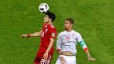 Laga melawan Iran menjadi pertandingan ke-15 bagi bek Sergio Ramos di pentas Piala Dunia. Catatan Ramos tersebut menyamai rekor Xavi Hernandez. (REUTERS/John Sibley)
