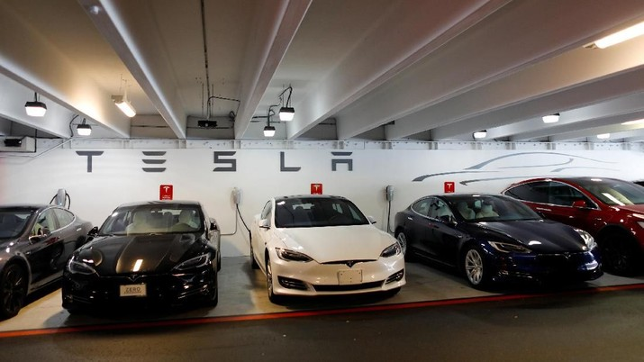 Tesla Model 3s and X's are shown charging in an underground parking lot next to a Tesla store in San Diego,California, U.S., May 30, 2018. REUTERS/Mike Blake