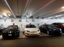 Ketua DPR sampai Crazy Rich Indonesia Mengaspal dengan Tesla
