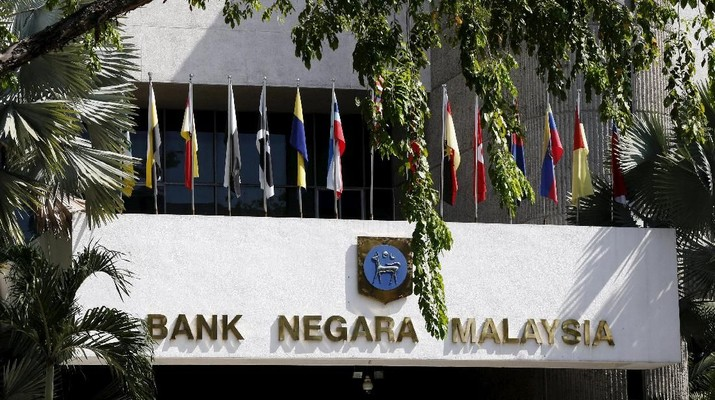 FILE PHOTO: A general view of the Bank Negara Malaysia in Kuala Lumpur, Malaysia, March 8, 2016.  REUTERS/Olivia Harris/File Photo