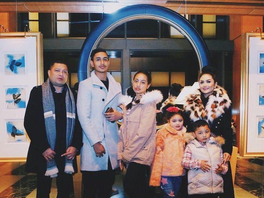 Foto: Gantengnya Anak Tiri Krisdayanti yang Disebut Cocok Jadi Artis